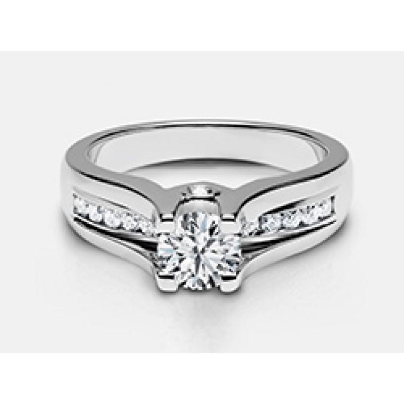 Round Brilliant Diamond Ring in 18K White Gold