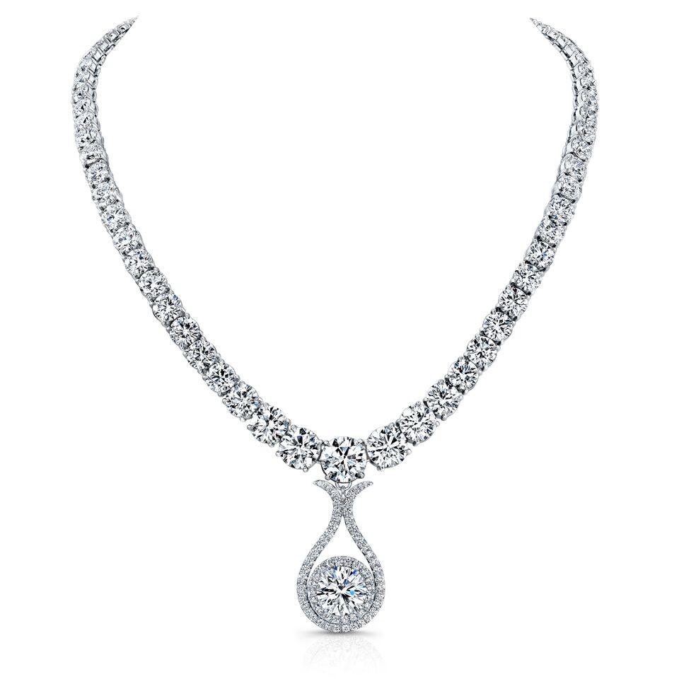 Round Brilliant Diamond Pendant Necklace in Platinum