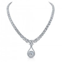 Round Brilliant Diamond Pendant Necklace in Platinum