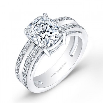 Round Brilliant Diamond Engagement Ring in Platinum